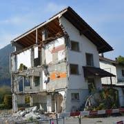Die Haus-Ruine in Stansstad am See ist ein Schandfleck. Die Liegenschaft soll saniert werden. (Bild: Thomas Heer (Stansstad, 10. September 2018))