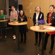 Sie diskutierten angeregt über die Gleichberechtigung von Mann und Frau: von links Renata Ruggli, Cinzia Zehnder, Isabel Dionisio, Susanne Alfermann, Barbara Gysi und Bettina Scheiflinger. (Bild: Christof Lampart)