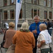 Jürg Joller im Gespräch mit Besucherinnen. (Bild: Jonathan Biedermann, 14. September 2019)