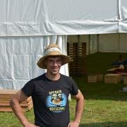 Severin Ammann ist langjähriger Bauchef des Open Air Bütschwil. Dieses Jahr baut er das Festzelt eine knappe Woche früher auf, damit er darin seine Hochzeit feiern kann. (Bild: Ruben Schönenberger)