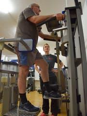 In der Herzgruppe Fürstenland trainieren Menschen mit Herzproblemen. Unter ihnen ist auch Marcel Keller. Der 63-Jährige hatte vor Jahren Glück im Unglück. Bilder: Nicola Ryser