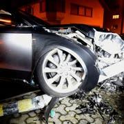 Das Auto erlitt Totalschaden. (Bild: Luzerner Polizei)