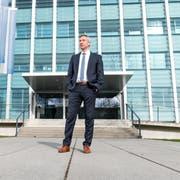 Die komplexen Fälle nehmen zu: Jürg Wobmann, Chef der Kriminalpolizei, vor dem Gebäude der Luzerner Polizei. (Bild: Roger Grütter, Luzern, 6. März 2019)