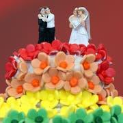 Bald sollen Paare gleichen Geschlechts auch im Kanton St.Gallen heiraten dürfen. (Bild: Keystone)