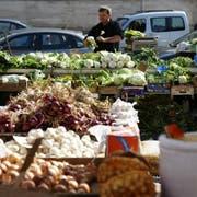 Auf dem Gemüsemarkt in Cisternino in der Provinz Brindisi. Der Ort ist Mitglied der Vereinigung «Die schönsten Dörfer Italiens». (Bilder. Angela Bernetta)