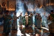 Der russische Patriarch Kiril (Mitte) während einer Messe. (Bild: Igor Palkin/AP, Moskau, 21. September 2018)