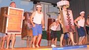 Tanzende Möbelstück: Der Männerturnverein tritt auf.