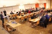 Alois Gunzenreiner informierte über die Geschäfte der Bürgerversammlung von Wattwil. (Bild: Martin Knoepfel)