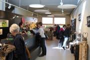 Der Raum modern und hell, die Produkte originell und einzigartig: Der Shop lädt zum Verweilen ein. (Bilder: Joëlle Ehrle)