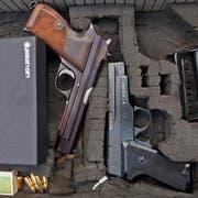 Verdacht auf illegalen Handel mit Waffen und Munition im Internet bei der Schwyzer Kantonspolizei. (Bild: Gaetan Bally/Keystone)