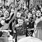 Junge Franco-Anhänger jubeln im April 1939 den siegreichen Truppen in Madrid zu. (Bild: Keystone/United Archives)