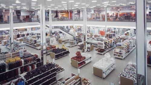 Blick ins Innere des einstigen Schweizer Warenhauses ABM in Winterthur. (Bild: ETH-Bibliothek Zürich, 1973)