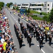 Brass Band Abinchova unter der Leitung von Gian Walker bei der Parademusik am Musiktag 2018 in Eschenbach. (Bild: Philipp Schmidli, 3. Juni 2018)