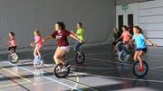 Einer der beliebtesten Kurse der Sportwoche ist seit Jahren das Einradfahren. (Bild: Robert Kucera)