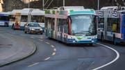 Der Luzerner Regierungsrat will die Staatskasse entlasten, weil weniger zusätzliche Gelder für den ÖV eingeschossen werden müssten. Auf dem Bild testen die Verkehrsbetriebe Luzern (VBL) einen neuen Trolleybus. (Symbolbild Boris Bürgisser (Luzern, 14. März 2018))