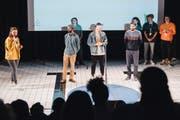 Mit starken Texten gewann Jeremy Chavez (r.) das U20-Finale im Poetry Slam gegen Jusef Selman (l.) und Noah Oetterli. (Bild: Christian Felber, Luzern, 28. März 2019)