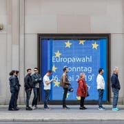 In 21 EU-Staaten wird heute gewählt. Im Bild: Der sonntägliche Gang zur Urne in Berlin. (Bild: EPA/OMER MESSINGER)