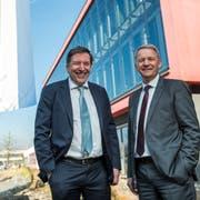 CPH-Verwaltungsratspräsident Peter Schaub (links) und CEO Peter Schildknecht am Dienstag vor dem Firmensitz. (Bild: Dominik Wunderli,Perlen-Buchrain, 26. Februar 2019)