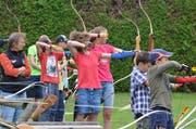 Die Teilnehmer konzentrieren sich vor dem Schuss. (Bild: PD)