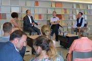 Carla Aubry und Christoph Lanter (r.) sprechen an ihrem ersten «Nachgefragt» im Forum eiszueis mit Philipp Landmark und Thomas Merz. (Bild: Mario Testa)