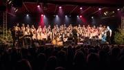 Der Gospelchor Feel the Spirit beim Auftritt in «Das Zelt». (Bild: Nadia Schärli (Luzern, 9. Dezember 2018))