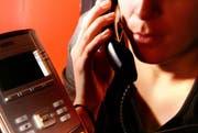 Die Zentralschweizer Polizeikorps warnen vor Telefonbetrügern, die sich als falsche Polizisten ausgeben. (Symbolbild: Luzerner Zeitung)