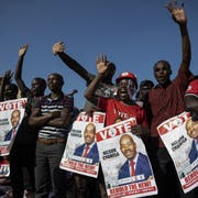 Anhänger von Präsidentschaftskandidat Nelson Chamisa während einer Wahlveranstaltung. (Bild: Dan Kitwood/Getty Images (Harare, 28 Juli 2018))