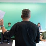 Die Belastungen im Beruf haben in den letzten zehn Jahren zugenommen. Viele Lehrer reduzieren deshalb ihr Pensum. (Bild: Gaëtan Bally/Keystone)
