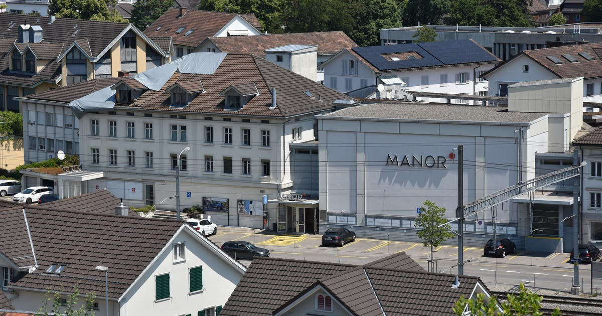 95424a30d13380 Nach Brand in Wattwiler Manor  Dach teilweise geöffnet