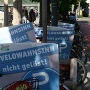 Am 25. April abends waren sie noch da: Die SVP-Plakate gegen die Velostation an der Bahnhofstrasse. (Bild: Roman Hodel, Luzern)