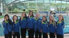 1. bis 3. Juni: An den Nachwuchs-Schweizer-Meisterschaften für Synchronschwimmerinnen in Genf gewann das J3-Team vom SC Flös Buchs (im Bild) ebenso Bronze wie das J2-Team. Silber im Einzel gab es für Angelique Camenisch (J3). Bild: PD