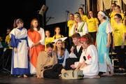 Im Musical «40 Jahre Wüeschti» wirken die 70 Jugendlichen des Adonia-Teens-Chor als Schauspieler und Sänger mit. (Bild: Manuela Olgiati)