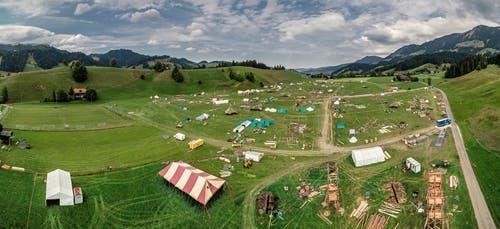 Das Kantonallager der Pfadi in Escholzmatt erstreckt sich über eine Fläche von rund 140'000 Quadratmeter. Dies entspricht 20 Fussballfeldern. (Bild: Pius Amrein (Escholzmatt, 12. Juli 2018))