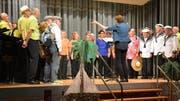 Für ein Lied standen der Damenchor und der Männerchor gemeinsam auf der Bühne. (Bild: Monika Wick)