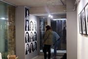 Die Schüler der Klasse 4G der Kanti Wattwil haben ihre Werke bereits in der Galerie Zeitfalten in Uznach aufgehängt. Die Vernissage findet am Freitag statt. (Bild: PD)