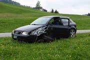 So sah das Auto des Unfallverursachers nach dem Unfall aus. (Bild: Kapo)