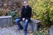Schlagzeuger, Musiklehrer, Bandcoach und nun Dirigent: Der 34-jährige Johannes Schubert ist vielseitig begabt. (Bild: Miranda Diggelmann)