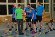 Nach dem 22. und 45. Tor gab es jeweils ein «Schnäpsli» – hier die Mitglieder des Turnvereins Kirchberg. (Bild: Beat Lanzendorfer)