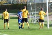 Die gelben Wattwiler, hier im Vorrundenspiel gegen Sirnach, werden sich gegen die oberklassigen Bazenheider zu wehren wissen. (Bild: Beat Lanzendorfer)
