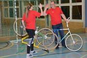 Fast alles im Griff: Gemeindepräsident Renato Truniger mit Spielpartnerin Fabienne Wittwer. (Bild: Beat Lanzendorfer)