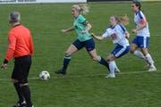 Diana Brändle (am Ball) war dank ihrer Schnelligkeit ein ständiger Gefahrenherd für die gegnerische Defensive. (Bild: Beat Lanzendorfer)