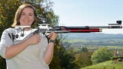 Sarina Hitz mit ihrem Gewehr im Anschlag. (Bild: Mario Testa)