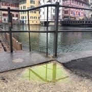 Die Reuss nahm am «SchmuDo» eine giftgrüne Farbe an. (Bild: Ana Cantera)