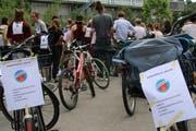 Besammlung der velofahrenden Klimademonstranten im alten Gütebahnhof.