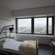 Blick in ein Zimmer der Palliativabteilung am Luzerner Kantonsspital. (Bild: Dominik Wunderli (Luzern, 27. April 2018))