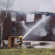 Bei einem Brand eines Wohngebäudes auf einem Bauernhof in Rain, hat eine Familie ihr ganzes Hab und Gut verloren.