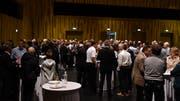 Nach der Podiumsdiskussion trafen sich die 17 Teilnehmer im Pentorama zum Apéro Riche und betrieben Networking. (Bild: Manuel Nagel)