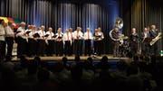 Das passte: Der Männerchor Sachseln-Giswil im gemeinsamen «Duett» mit der Cleanton Jazz Band. (Bild: Richard Greuter (Sachseln, 27. Oktober 2018))