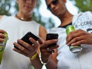 Jugendliche verpassen sich über die sozialen Medien häufig ein Image, das mit der Wirklichkeit wenig zu tun hat. (Bild: Martin Ruetschi/Keystone, Zürich, 25. September 2011)