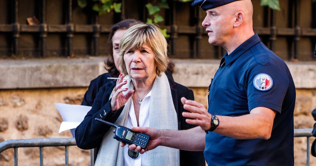 Sie Poliert Den Franzosischen Prasidenten Emmanuel Macron Auf